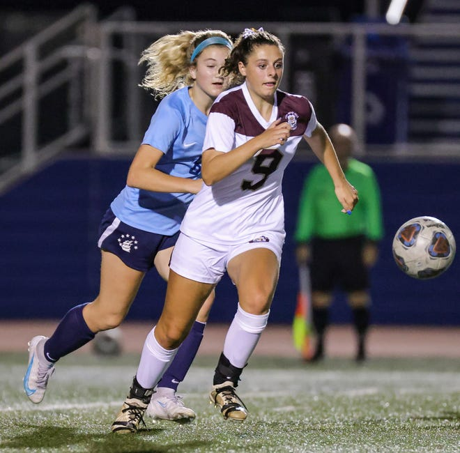Stow-Munroe Falls' Courtney Casenhiser advances the ball during the Bulldogs' 1-0 win at Hudson Wednesday. Stow closed out its Suburban League National Conference schedule with a win, thanks to a goal in the 77th minute.