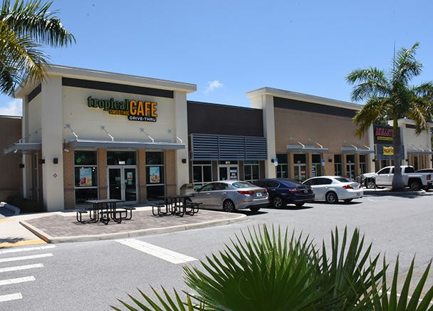 Oaks Plaza in south Sarasota has changed hands.