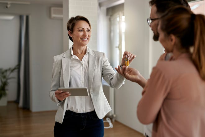 While some agents charge a flat fee for their services, most REALTORS® charge a commission, which is calculated as a percentage of a home's final sales price.