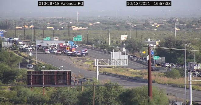 A law-enforcement situation closed Interstate 10 in Tucson on Oct. 13, 2021.