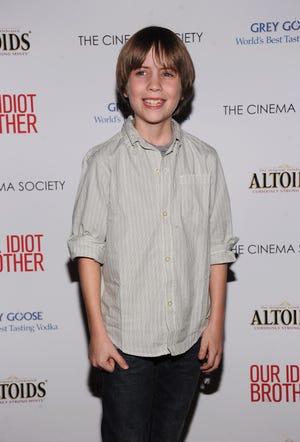 """Matthew Mindler, người đóng vai chính trong """"Our Idiot Brother"""", đã qua đời vào tháng 8.  Cái chết của anh ta được cho là một vụ tự sát vào ngày 14 tháng 10."""