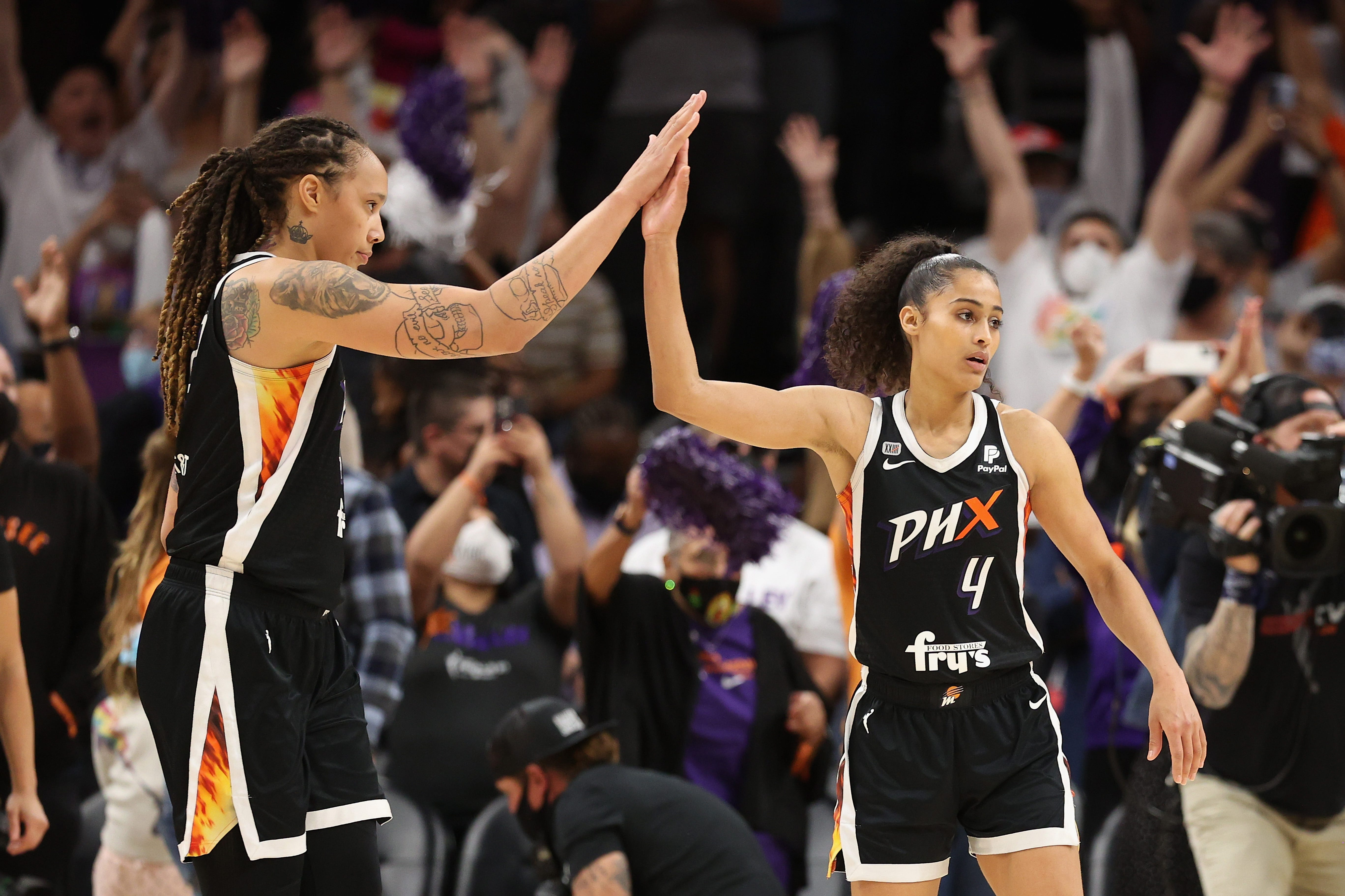 Phoenix Mercury hold off Chicago Sky in overtime in Game 2 to even WNBA Finals