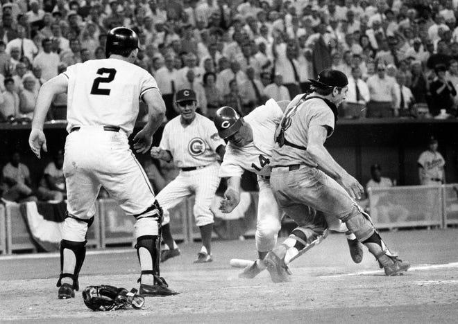 Pete Rose lao vào người bắt bóng Ray Fosse để ghi bàn trong hiệp thứ 12 của Trò chơi All-Star 1970 ở Cincinnati.
