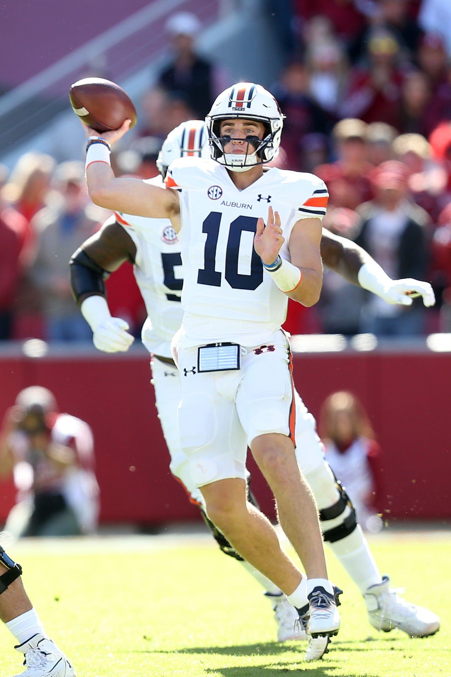 Big plays help Auburn football hold off No. 19 Arkansas for second SEC road win