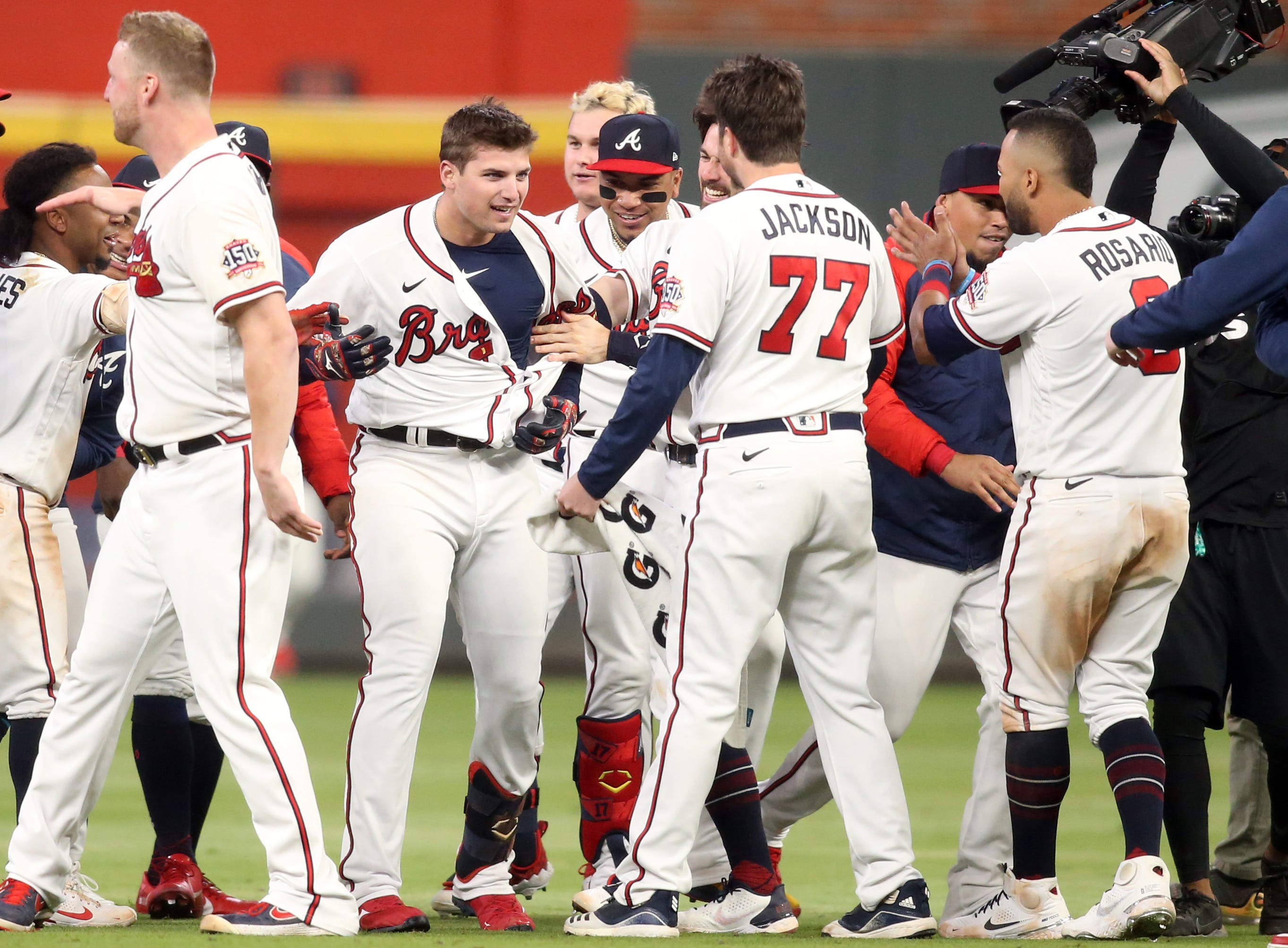 Opinion: Braves win NLCS opener vs. Dodgers, even if they didn t deserve the victory