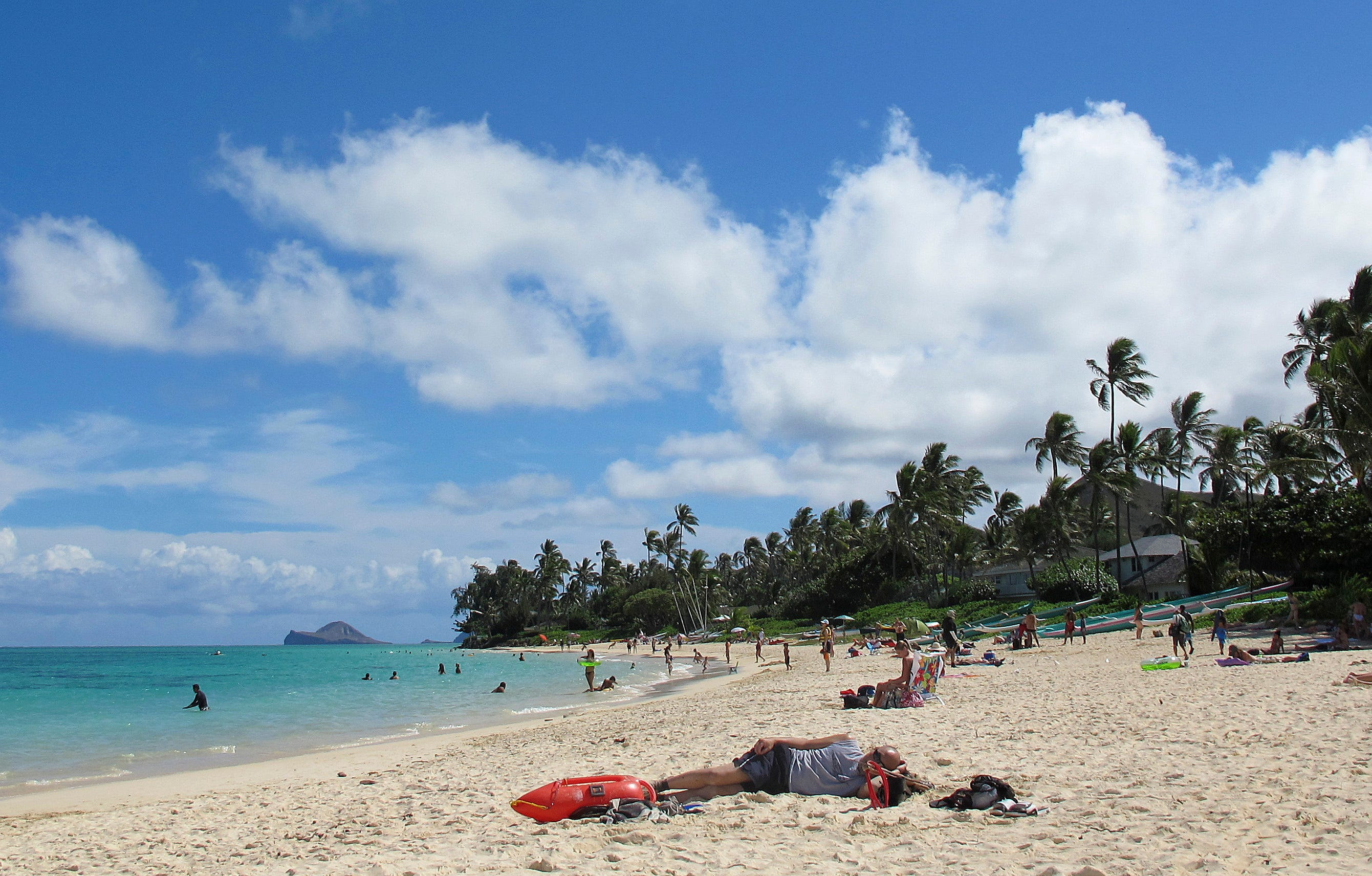 Ready for some sun? Hawaii governor welcomes tourists as COVID cases, hospitalizations drop