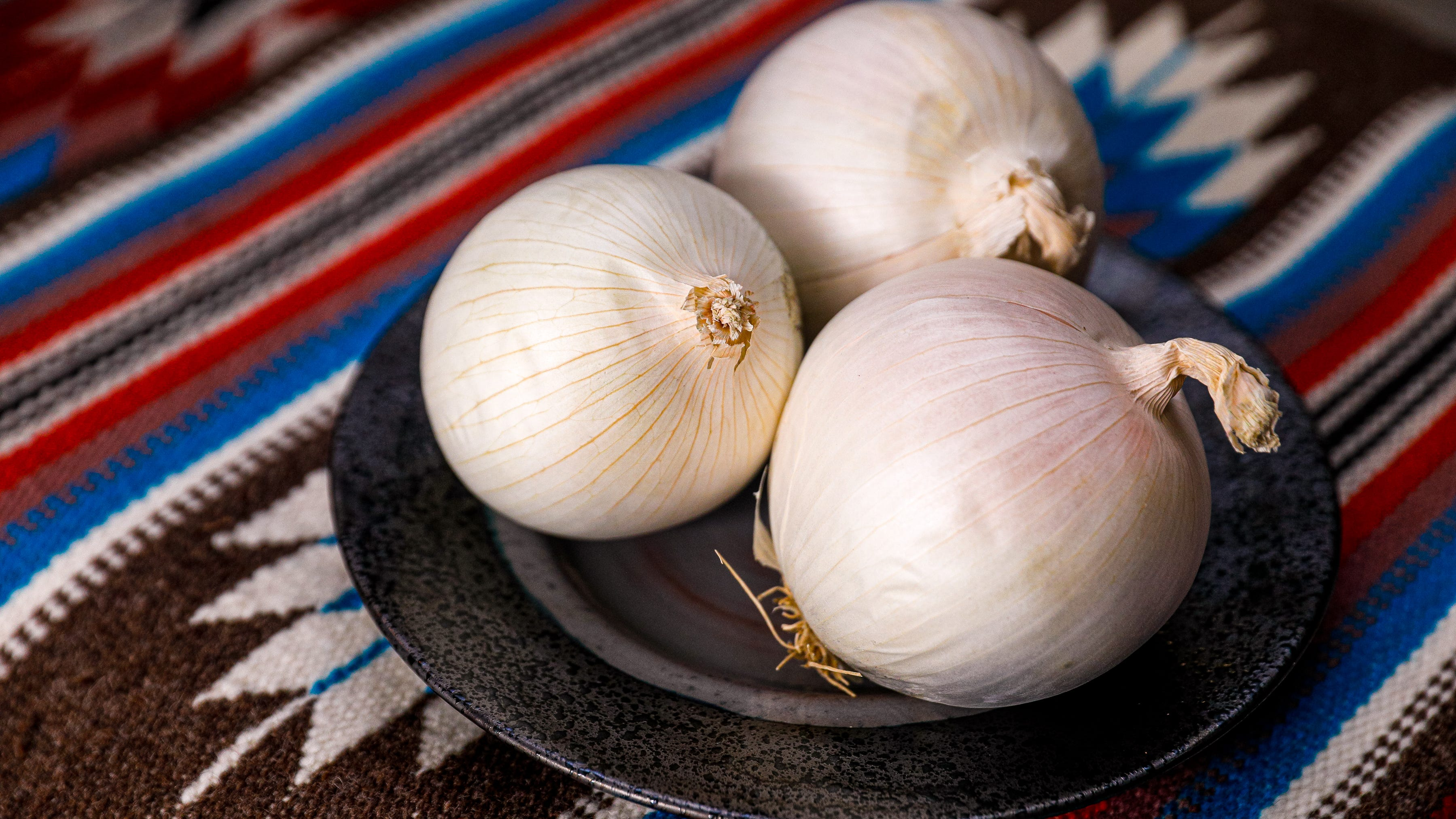 Onions linked to Wisconsin salmonella cases; throw them out, CDC says