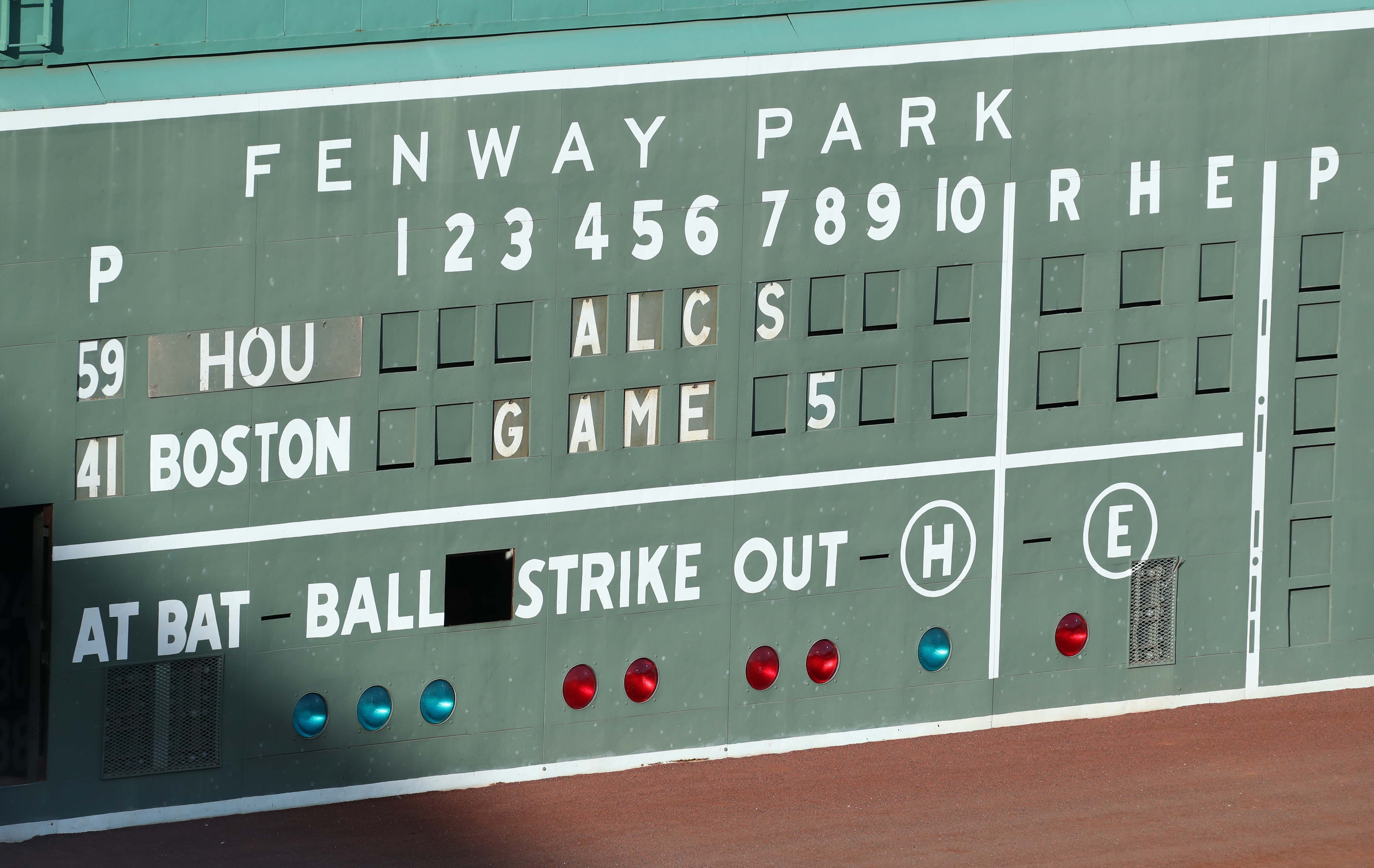 Mysterious light behind Fenway Park wall halted play during ALCS Game 5