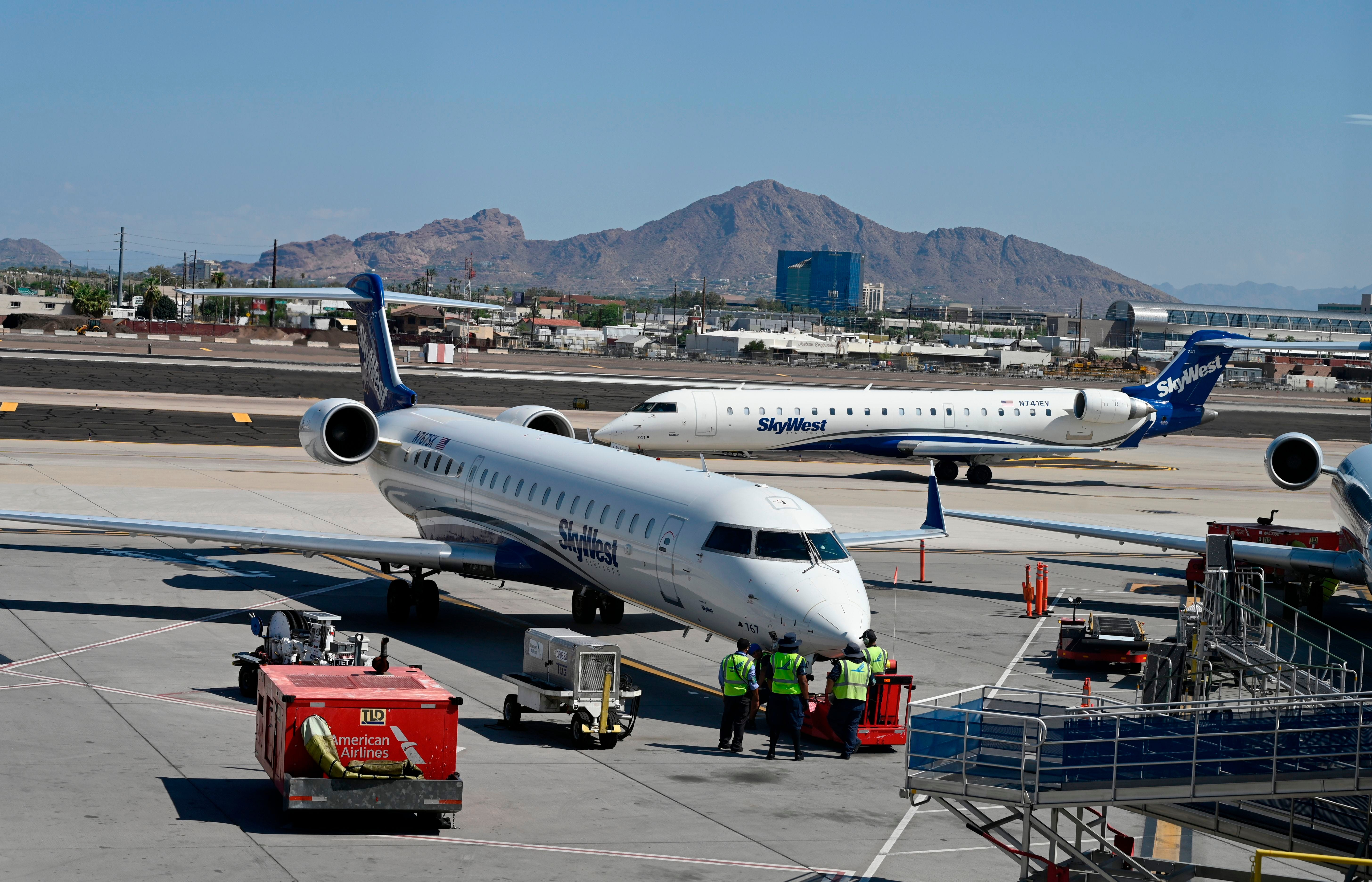 SkyWest cancels more than 100 Saturday flights: American, Delta, United, Alaska airlines impacted