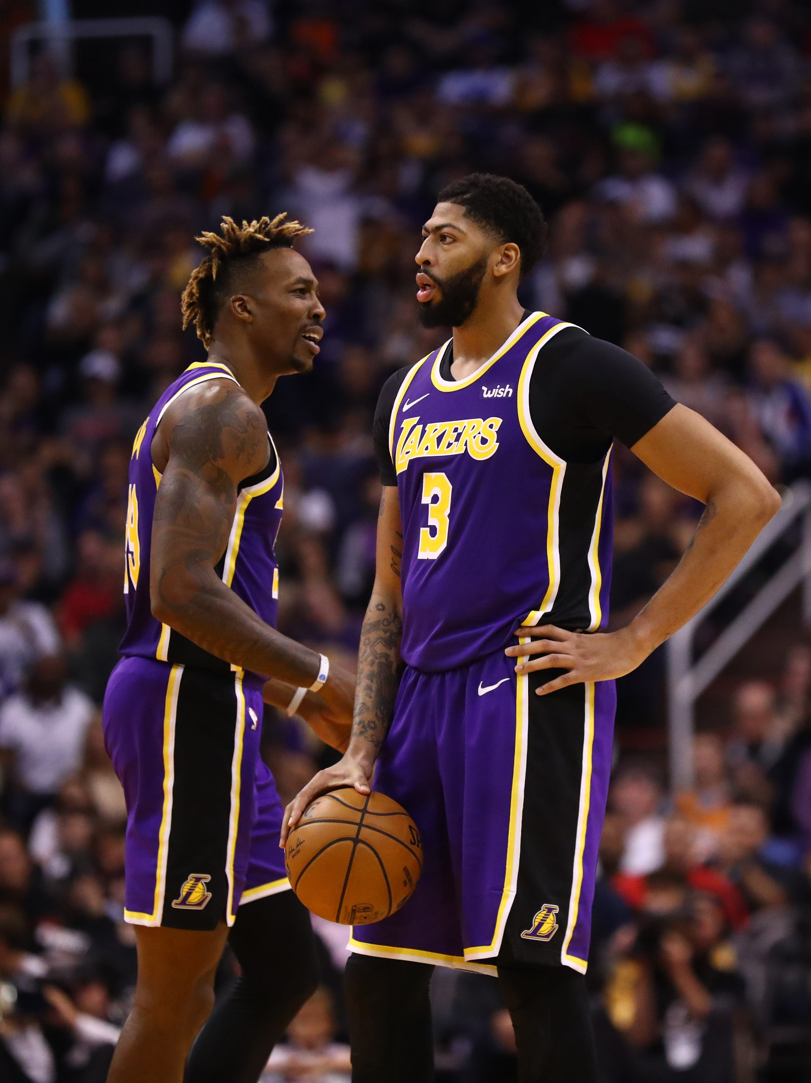 Lakers  Anthony Davis, Dwight Howard get into altercation on bench during timeout