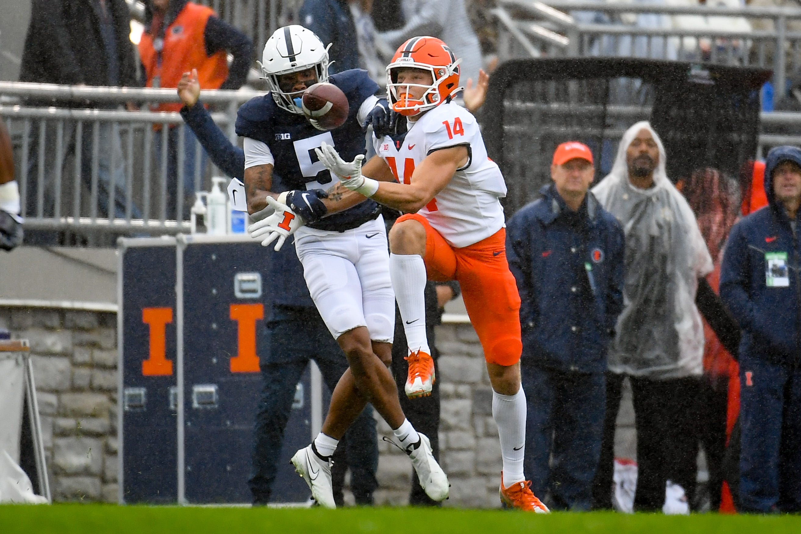 Illinois outlasts No. 8 Penn State, 20-18, in college football s first 9OT game