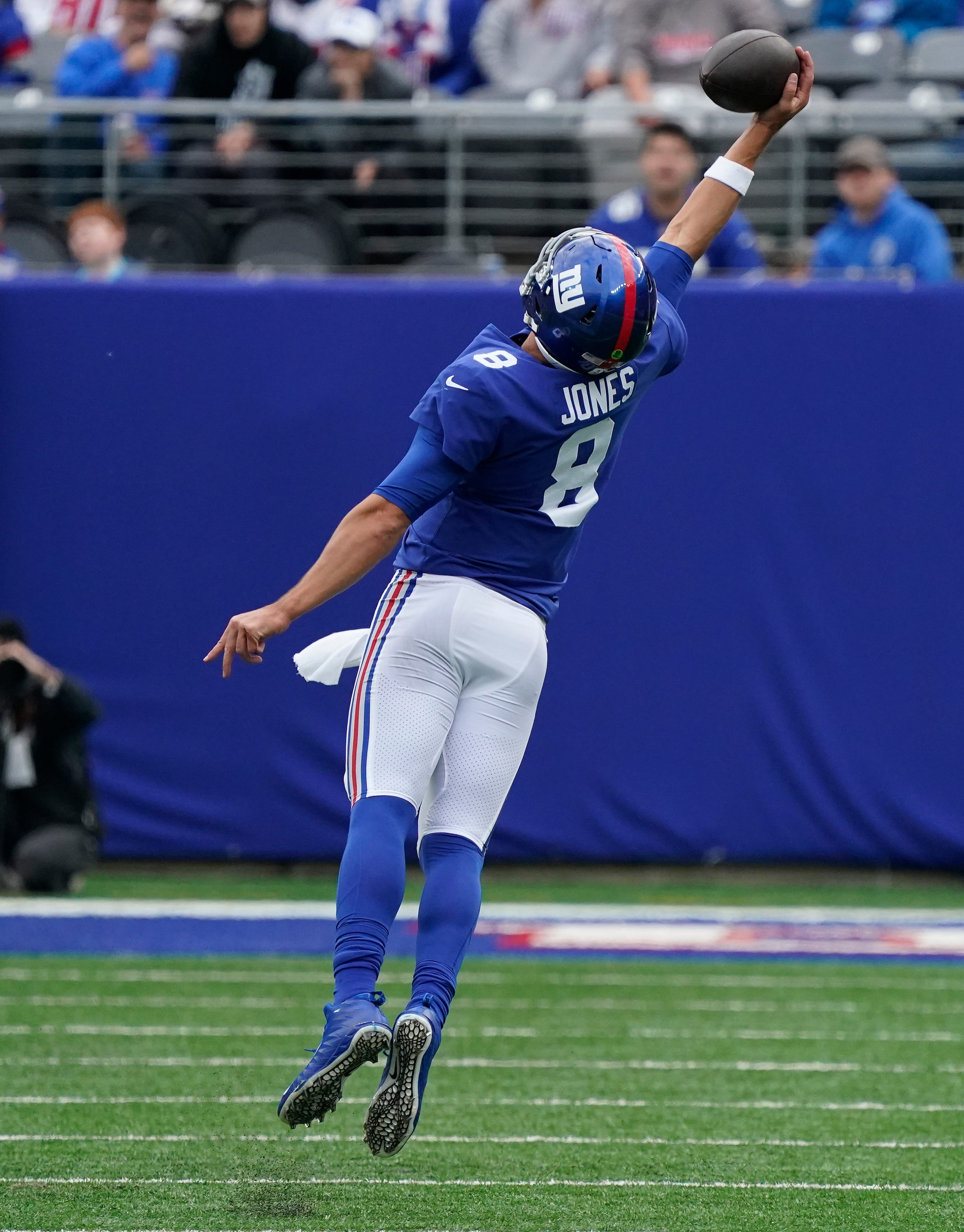 NY Giants QB Daniel Jones wows with incredible one-handed catch, delivers in all facets