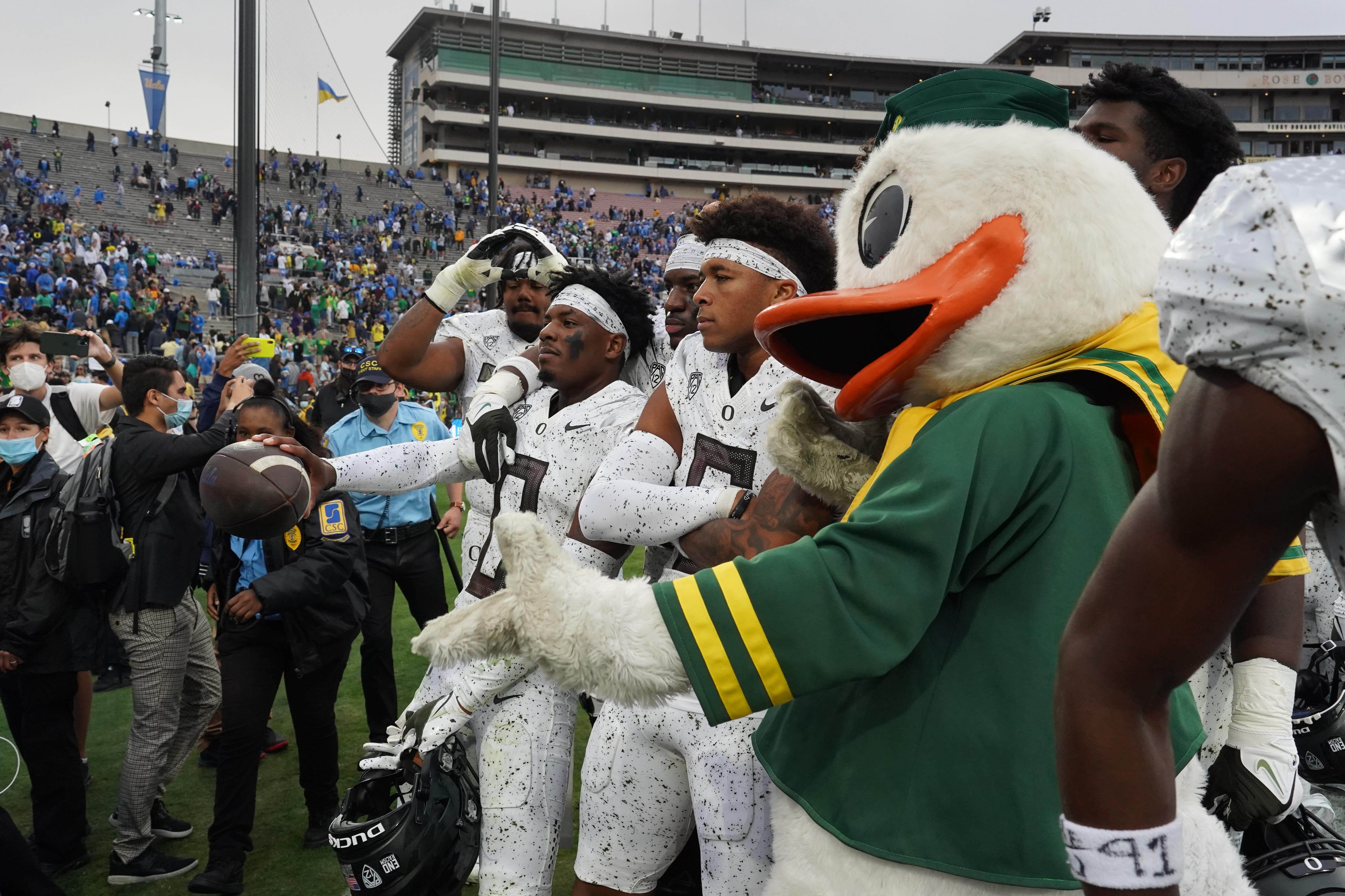 Winners and losers of college football s Week 8: Oregon escapes, Penn State falls out of playoff race