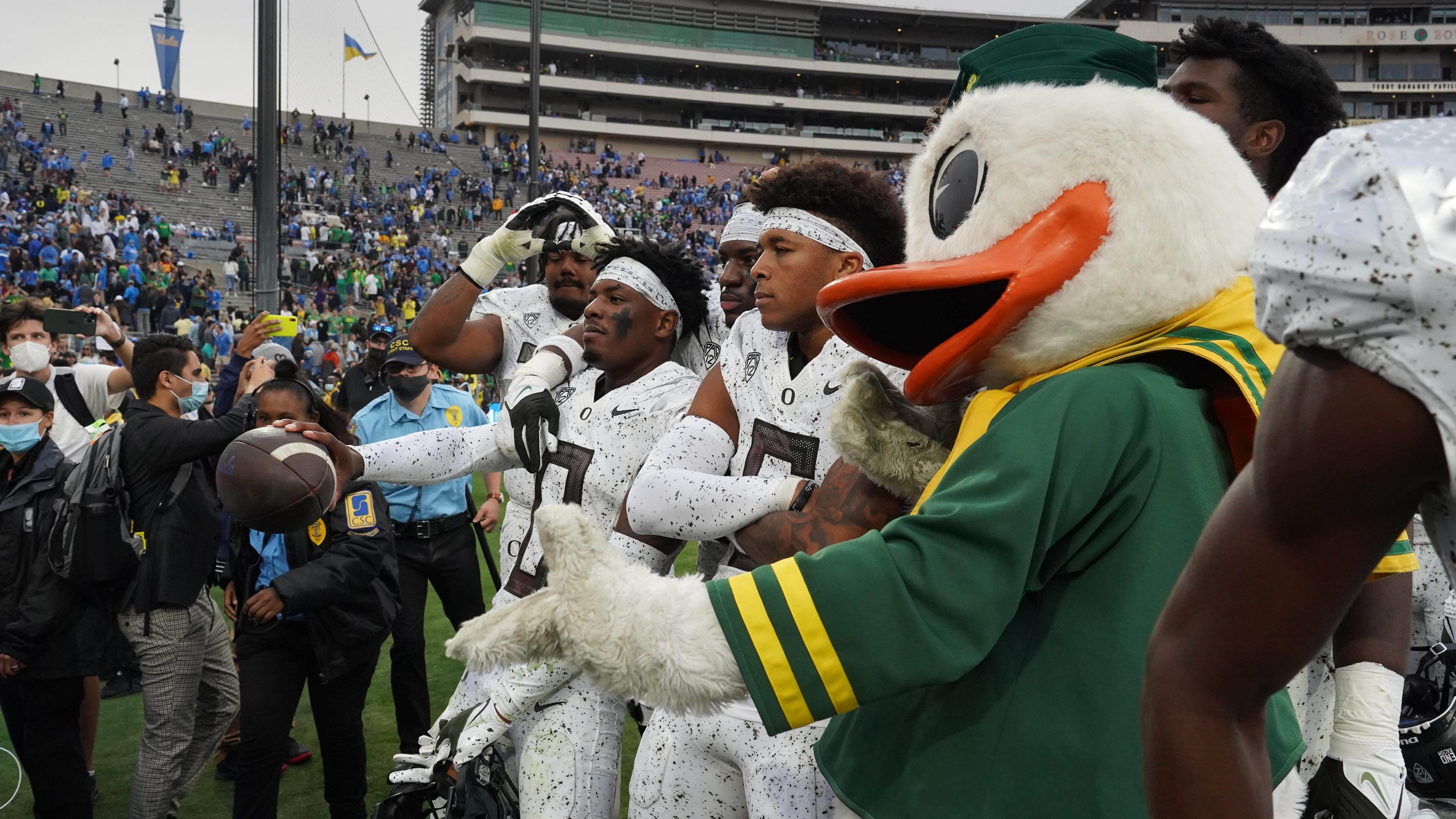 Winners and losers of college football's Week 8: Oregon escapes, Penn State falls out of playoff race
