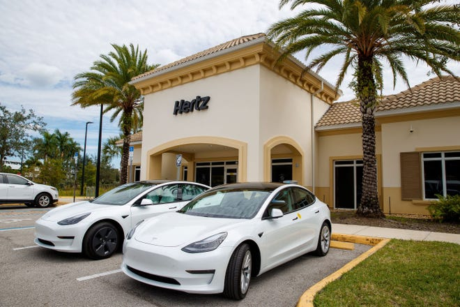 Rental car company Hertz said Monday that it plans to buy 100,000 Tesla Model 3 sedans by the end of 2022, the biggest single purchase for Tesla to date.