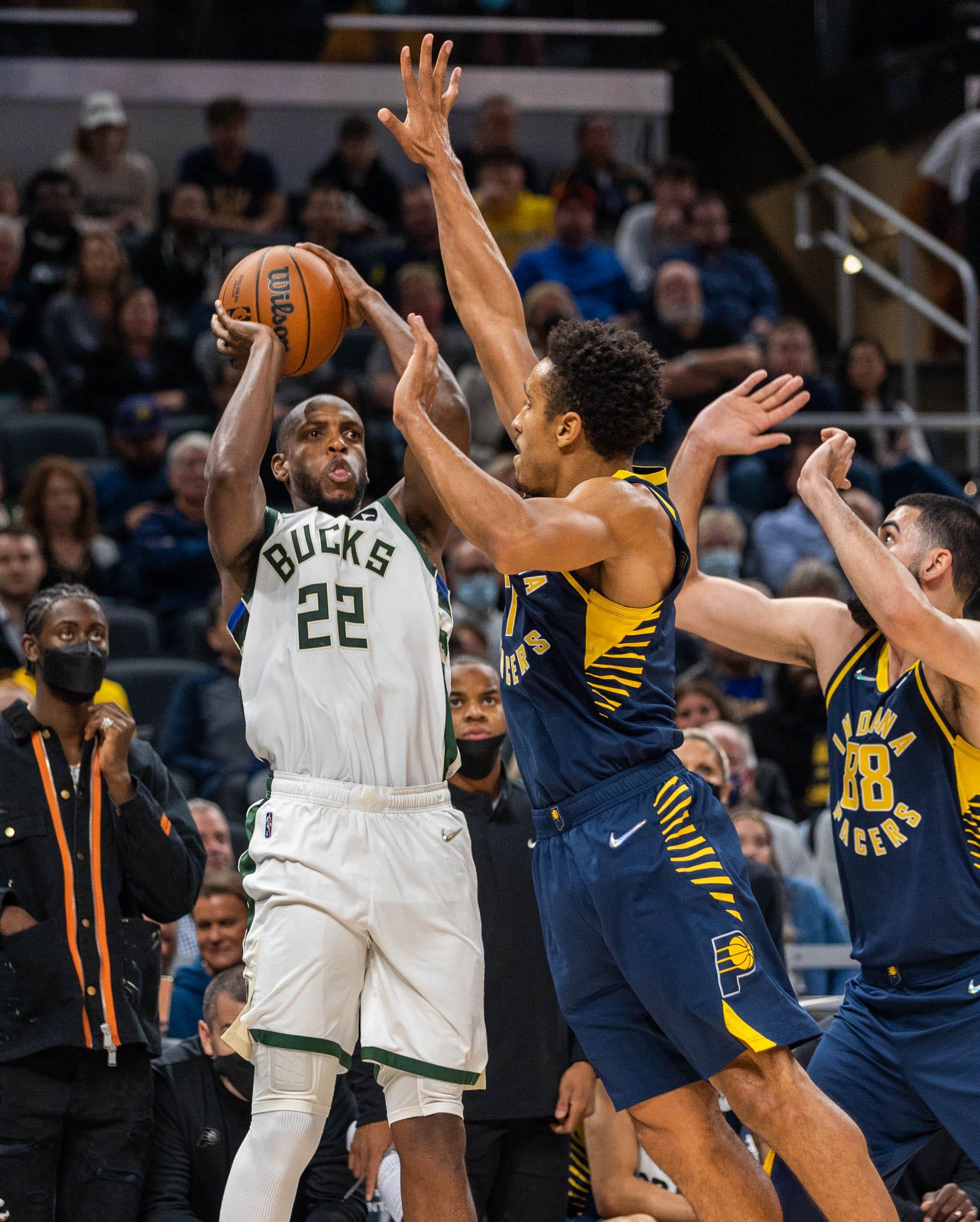 Milwaukee Bucks road recap: Holiday's new favorite player and inside Middleton's corner three