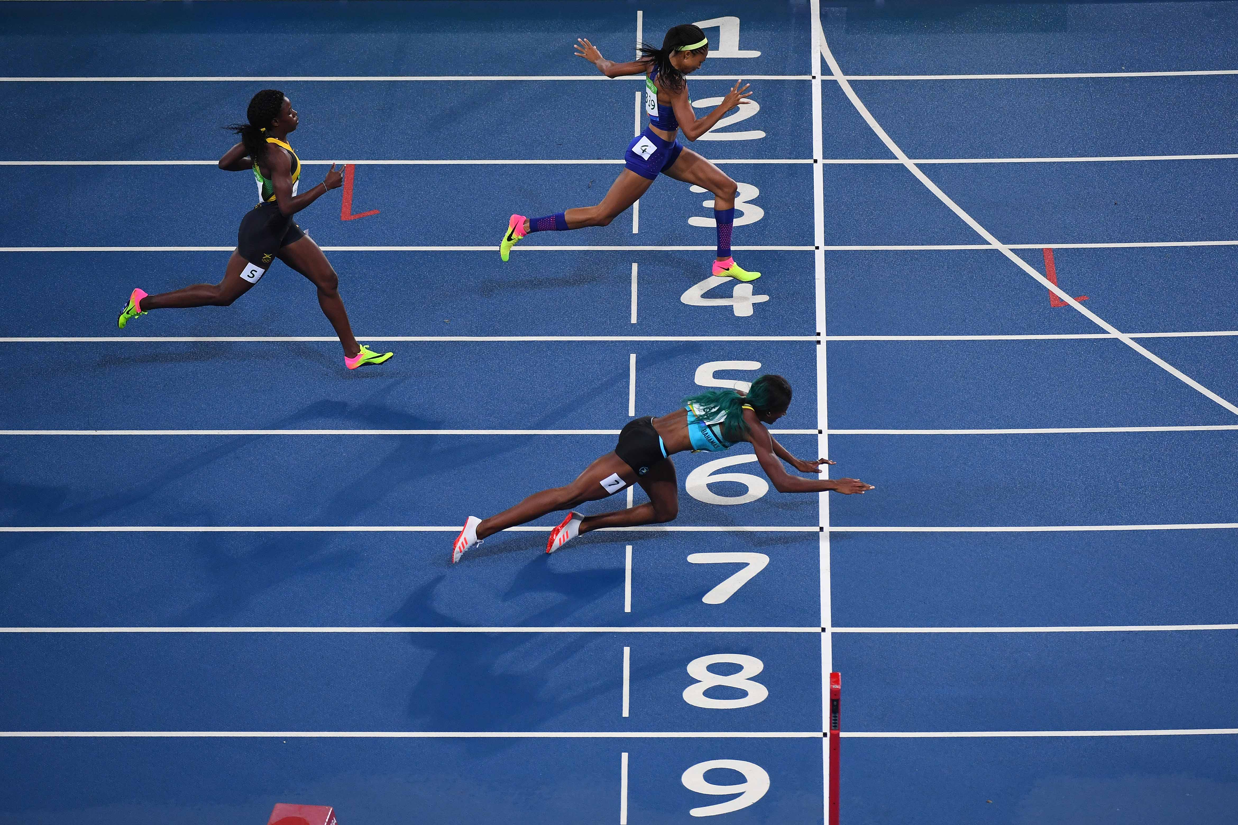 In Line Finishing : Frame by look at shaunae miller s dive that won the