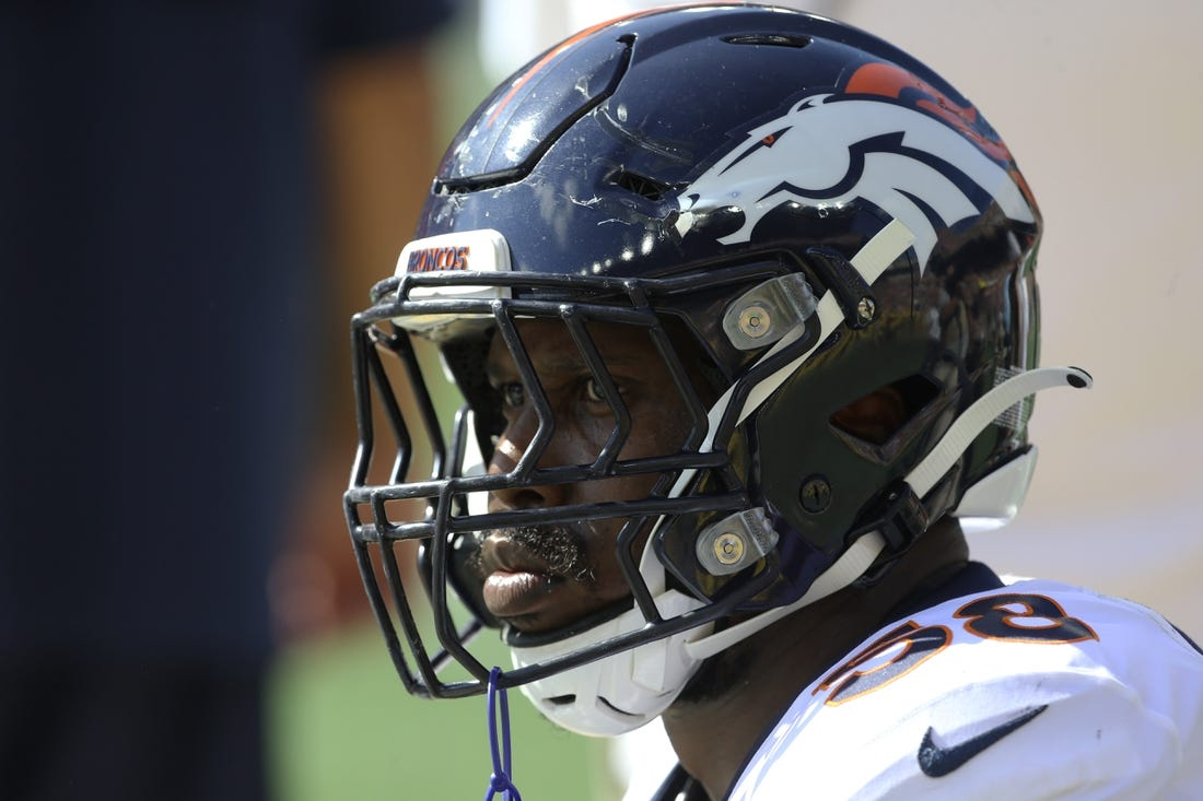 Broncos LB Von Miller leaves game with ankle injury