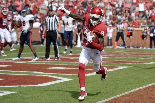 Sep 2, 2017; Norman, OK, USA; Oklahoma Sooners wide receiver CeeDee Lamb (9) catches a touchdown pass against the UTEP Miners during the second quarter at Gaylord Family - Oklahoma Memorial Stadium. Mandatory Credit: Mark D. Smith-USA TODAY Sports