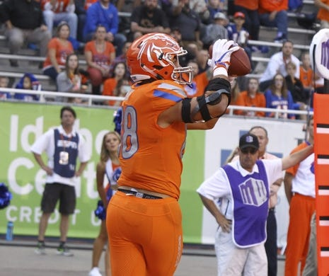 Sep 14, 2017; Boise, ID, USA; Boise State Broncos tight end Jake Roh (88) catches a touchdown pass during the first half versus the New Mexcio Lobos at Albertsons Stadium. Mandatory Credit: Brian Losness-USA TODAY Sports