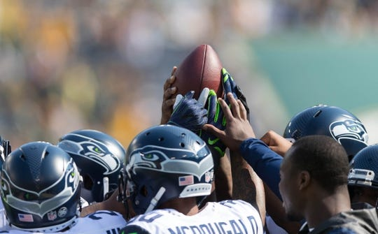 Sep 10, 2017; Green Bay, WI, USA; The Seattle Seahawks gather during warmups prior to the game against the Green Bay Packers at Lambeau Field. Mandatory Credit: Jeff Hanisch-USA TODAY Sports