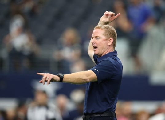 Oct 8, 2017; Arlington, TX, USA; Dallas Cowboys head coach Jason Garrett direct his team prior to the game against the Green Bay Packers at AT&T Stadium. Mandatory Credit: Matthew Emmons-USA TODAY Sports