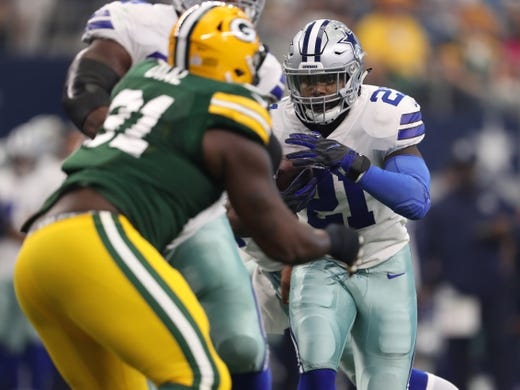 Oct 8, 2017; Arlington, TX, USA; Dallas Cowboys running back Ezekiel Elliott (21) runs with the ball in the first quarter against the Green Bay Packers at AT&T Stadium. Mandatory Credit: Matthew Emmons-USA TODAY Sports