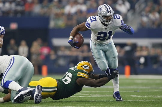Oct 8, 2017; Arlington, TX, USA; Dallas Cowboys running back Ezekiel Elliott (21) runs against Green Bay Packers defensive tackle Mike Daniels (76) in the game at AT&T Stadium. Mandatory Credit: Tim Heitman-USA TODAY Sports