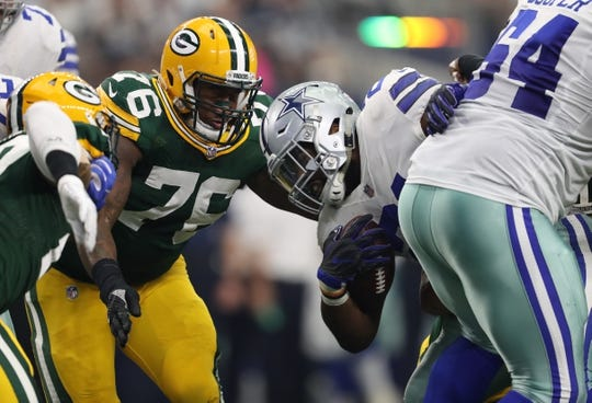 Oct 8, 2017; Arlington, TX, USA; Dallas Cowboys running back Ezekiel Elliott (21) runs with the ball against Green Bay Packers defensive tackle Mike Daniels (76) at AT&T Stadium. Mandatory Credit: Matthew Emmons-USA TODAY Sports