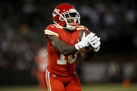 Oct 19, 2017; Oakland, CA, USA; Kansas City Chiefs wide receiver Tyreek Hill (10) catches a touchdown pass against the Oakland Raiders in the second quarter at Oakland Coliseum. Mandatory Credit: Cary Edmondson-USA TODAY Sports