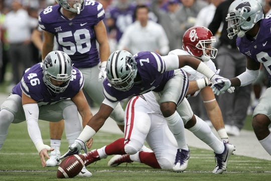 Oct 21, 2017; Manhattan, KS, USA; Kansas State Wildcats defensive back Elijah Walker (7) and linebacker Jayd Kirby (46) go after a loose ball during first quarter action against the Oklahoma Sooners at Bill Snyder Family Stadium. Mandatory Credit: Scott Sewell-USA TODAY Sports