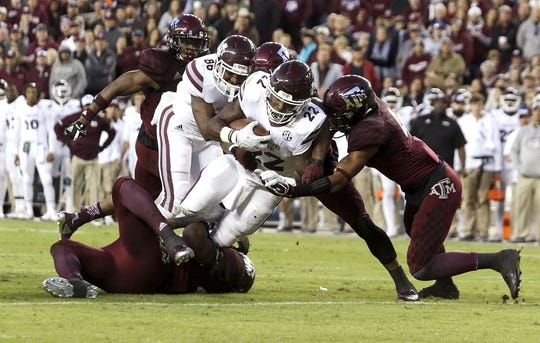 Oct 28, 2017; College Station, TX, USA; Mississippi State Bulldogs running back Aeris Williams (22) rushes for yards in the first quarter against the Texas A&M Aggies at Kyle Field. Mandatory Credit: John Glaser-USA TODAY Sports