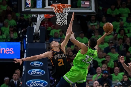 Dec 16, 2017; Minneapolis, MN, USA; Minnesota Timberwolves center Karl-Anthony Towns (32) shoots in the fourth quarter against the Phoenix Suns center Alex Len (21) at Target Center. Mandatory Credit: Brad Rempel-USA TODAY Sports