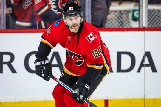 Dec 31, 2017; Calgary, Alberta, CAN; Calgary Flames right wing Jaromir Jagr (68) skates during the warmup period against the Chicago Blackhawks at Scotiabank Saddledome. Mandatory Credit: Sergei Belski-USA TODAY Sports