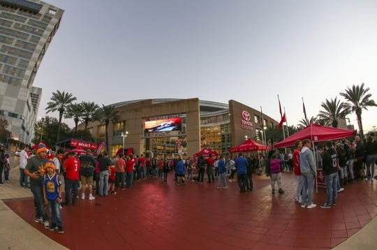 Jan 20, 2018; Houston, TX, USA; Fans wait outside of Toyota Center before a game between the Houston Rockets and the Golden State Warriors. Mandatory Credit: Troy Taormina-USA TODAY Sports