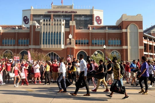 Sep 1, 2018; Norman, OK, USA; The Oklahoma Sooners arrive at the venue prior to action against the Florida Atlantic Owls at Gaylord Family - Oklahoma Memorial Stadium. Mandatory Credit: Mark D. Smith-USA TODAY Sports