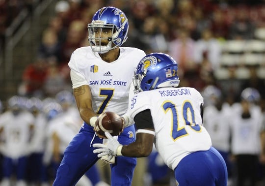 Sep 8, 2018; Pullman, WA, USA; San Jose State Spartans running back Malike Roberson (20) takes the hand off from San Jose State Spartans quarterback Montel Aaron (7) against the Washington State Cougars during the first half at Martin Stadium. Mandatory Credit: James Snook-USA TODAY Sports