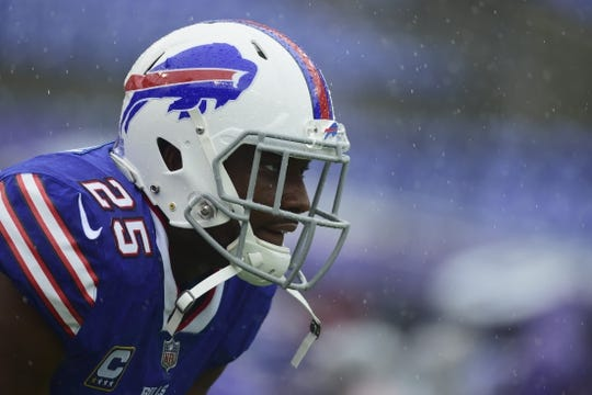 Sep 9, 2018; Baltimore, MD, USA; Buffalo Bills running back LeSean McCoy (25) waits for a hand off before the game against the Baltimore Ravens at M&T Bank Stadium. Mandatory Credit: Tommy Gilligan-USA TODAY Sports