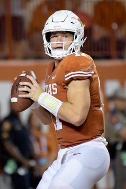 Sep 15, 2018; Austin, TX, USA; Texas Longhorns quarterback Sam Ehlinger (11) looks to pass against the Southern California Trojans during the first half at Darrell K Royal-Texas Memorial Stadium. Mandatory Credit: Kirby Lee-USA TODAY Sports