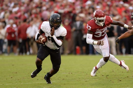 Sep 22, 2018; Norman, OK, USA; Army Black Knights quarterback Kelvin Hopkins Jr. (8) attempts to elude Oklahoma Sooners linebacker Ryan Jones (33) during the first quarter at Gaylord Family - Oklahoma Memorial Stadium. Mandatory Credit: Mark D. Smith-USA TODAY Sports