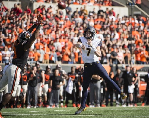 Oct 20, 2018; Corvallis, OR, USA; California Golden Bears quarterback Chase Garbers (7) throws a touchdown pass during the first half against the Oregon State Beavers at Reser Stadium. Mandatory Credit: Troy Wayrynen-USA TODAY Sports