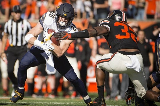 Oct 20, 2018; Corvallis, OR, USA; California Golden Bears running back Patrick Laird (28) breaks away from Oregon State Beavers linebacker Jonathan Willis (32) during the first half at Reser Stadium. Mandatory Credit: Troy Wayrynen-USA TODAY Sports