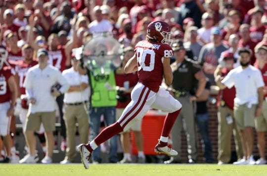 Oct 27, 2018; Norman, OK, USA; Oklahoma Sooners tight end Grant Calcaterra (80) catches a touchdown pass during the first quarter against the Kansas State Wildcats at Gaylord Family - Oklahoma Memorial Stadium. Mandatory Credit: Kevin Jairaj-USA TODAY Sports