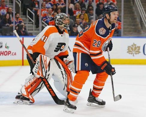 Dec 14, 2018; Edmonton, Alberta, CAN; Edmonton Oilers forward Kyle Brodziak (28) tries to scream Philadelphia Flyers goaltender Anthony Stolarz (41) during the third period at Rogers Place. Mandatory Credit: Perry Nelson-USA TODAY Sports