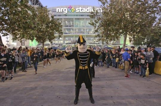 Dec 27, 2018; Houston, TX, United States; Vanderbilt Commodores mascot poses before Vanderbilt plays against the Baylor Bears in the 2018 Texas Bowl at NRG Stadium. Mandatory Credit: Thomas B. Shea-USA TODAY Sports
