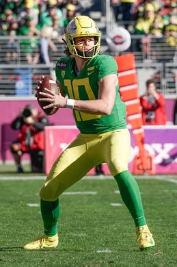 Dec 31, 2018; Santa Clara, CA, USA; Oregon Ducks quarterback Justin Herbert (10) looks to throw the football against the Michigan State Spartans during the first quarter at Levi's Stadium. Mandatory Credit: Stan Szeto-USA TODAY Sports
