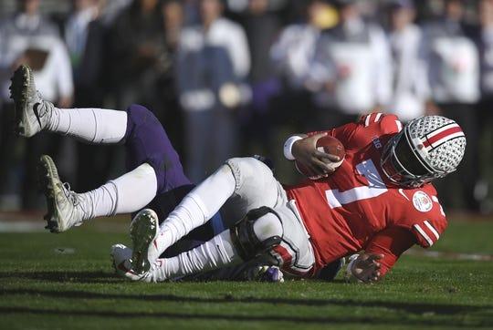 Jan 1, 2019; Pasadena, CA, USA; Washington Huskies linebacker Ryan Bowman (55) sacks Ohio State Buckeyes quarterback Dwayne Haskins (7) in the first quarter in the 2019 Rose Bowl at Rose Bowl Stadium. Mandatory Credit: Kelvin Kuo-USA TODAY Sports