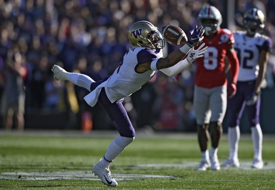 Jan 1, 2019; Pasadena, CA, USA; Washington Huskies wide receiver Andre Baccellia (5) drops a pass in the first quarter against the Ohio State Buckeyes in the 2019 Rose Bowl at Rose Bowl Stadium. Mandatory Credit: Kelvin Kuo-USA TODAY Sports