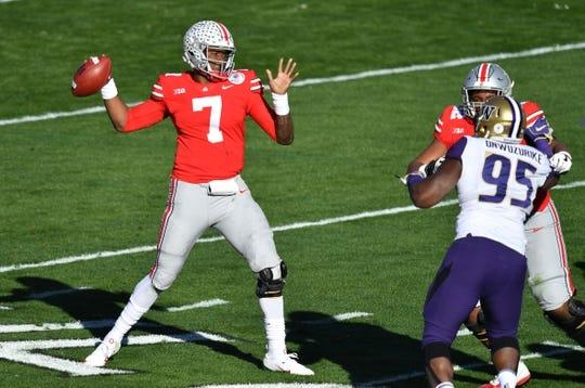 Jan 1, 2019; Pasadena, CA, USA; Ohio State Buckeyes quarterback Dwayne Haskins (7) throws against the Washington Huskies in the first quarter at Rose Bowl Stadium. Mandatory Credit: Robert Hanashiro-USA TODAY Sports