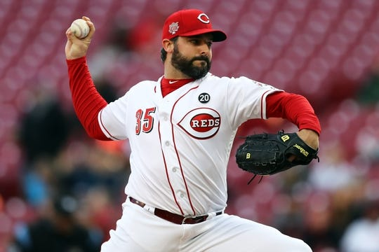Apr 1, 2019; Cincinnati, OH, USA; Cincinnati Reds starting pitcher Tanner Roark (35) throws against the Milwaukee Brewers in the first inning at Great American Ball Park. Mandatory Credit: Aaron Doster-USA TODAY Sports